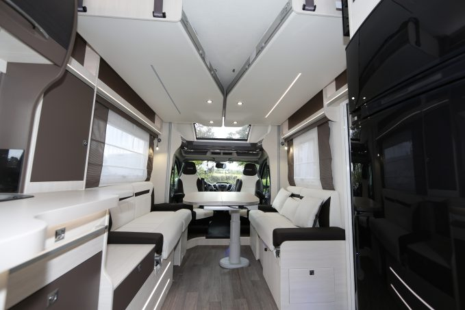 exclu challenger 270 le profil lits jumeaux en pavillon avant nos actus camping car. Black Bedroom Furniture Sets. Home Design Ideas