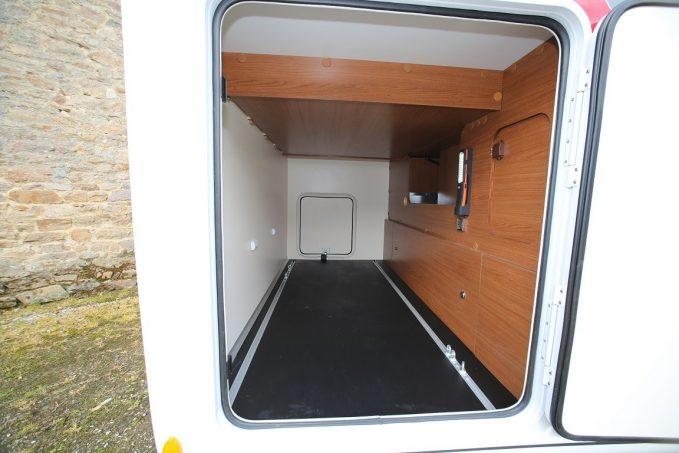 autostar un 730 lca en passion actus des marques camping car magazine. Black Bedroom Furniture Sets. Home Design Ideas