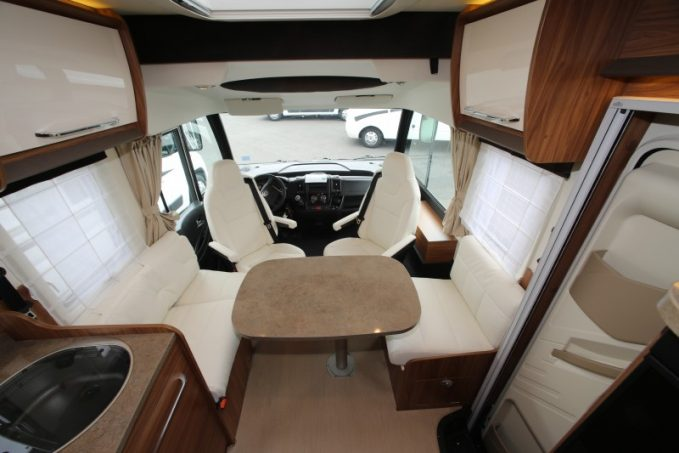itin o mc650 l 39 int gral compact lit central actus des marques camping car magazine. Black Bedroom Furniture Sets. Home Design Ideas