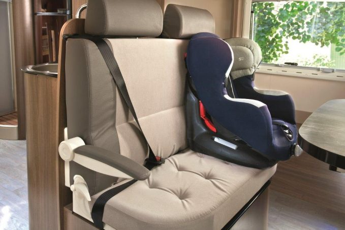 l isofix pour si ge enfant en camping car quipements et accessoires camping car magazine. Black Bedroom Furniture Sets. Home Design Ideas