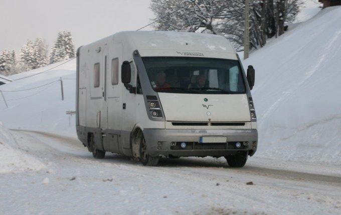 la neige arrive pensez aux pneus hiver actus des marques camping car magazine. Black Bedroom Furniture Sets. Home Design Ideas