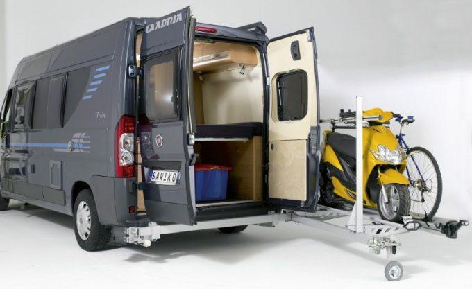 porte scooter sawico agito 150 quipements et accessoires camping car magazine. Black Bedroom Furniture Sets. Home Design Ideas
