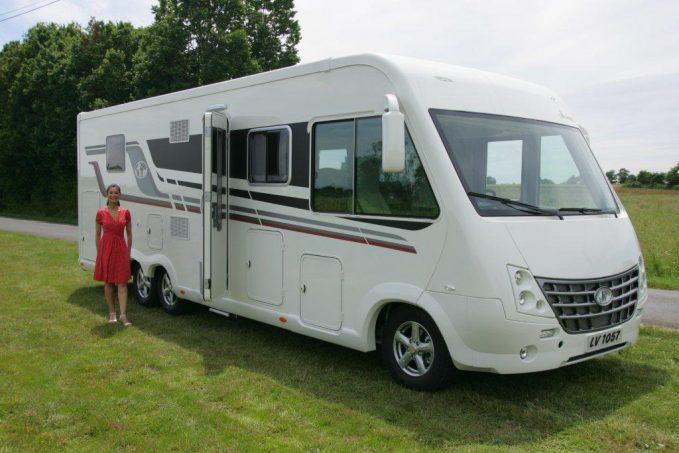 essai camping car int gral levoyageur lv 1050 1056 1057 1058 tous les essais camping car. Black Bedroom Furniture Sets. Home Design Ideas