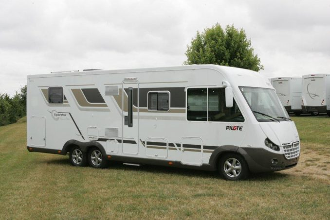 Camping Car Pilote Explorateur G  Lce