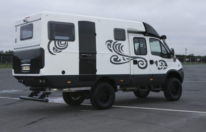 Un camping car baroudeur sur iveco daily actus des for Location de garage pour camping car