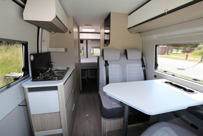 pour 2019 les fourgons am nag s adria twin cr ent la sensation actus des marques camping. Black Bedroom Furniture Sets. Home Design Ideas