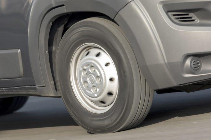 des pneus camping cars assur s gratuitement pendant deux ans chez mopar quipements et. Black Bedroom Furniture Sets. Home Design Ideas